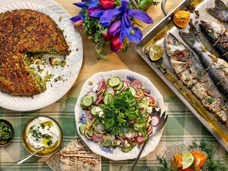 Herb rijst en vis, een speciaal diner voor Noruz